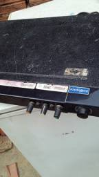 Vendo um amplificador montado mais tocar muito a potência dele e 400 PRA VENDER  LOGO