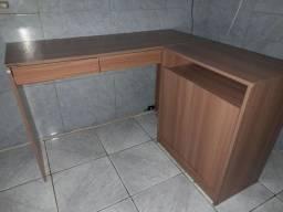 Vendo uma excelente mesa pra computador ou notebook.