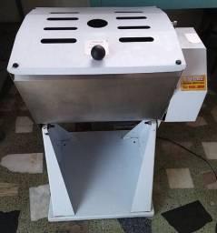 Amassadeira AM25 GPaniz + Freezer Gelopar 575 litros
