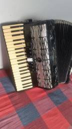 Vende ser um acordeon Michel 12 baixo afinada