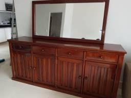Buffet com espelho e mesa