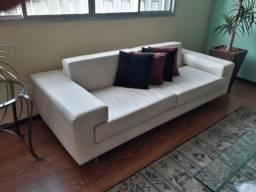 Sofá de couro branco 03 lugares semi novo