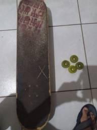 Skate usado vai com mais quatro rodas