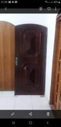 Porta de madeira maciça sem batente