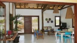 Casa de Condomínio com 2 quartos, deck e jardim grande