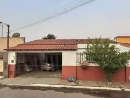 Casa composta por 3quartos Banheios conservada, na Etapa C em Valparaiso de Goiás