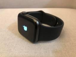 Apple Watch 4 40mm / black
