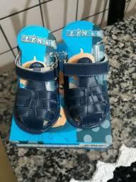 Vendo sandália de bebê menino