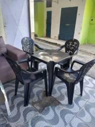 Conjunto de mesas e cadeiras de plástico pronta entrega