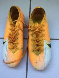 Chuteira Nike Primeira linha TAM 41