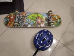 Skate marvel e capacete