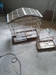 Vendo duas gaiolas uma grande para pequena para pássaro pequeno as duas por 90
