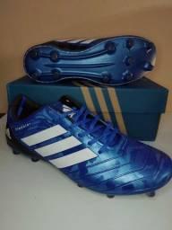 Chuteira Adidas Predator azul