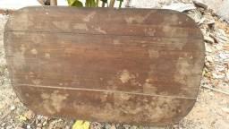 Mesa de madeira pura e  pesada  antiga pra 6 cadeiras
