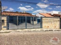 Casa a venda próximo a Praça do Conjunto Centenário.