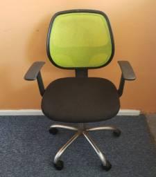 Cadeira de Escritório Giratória com Base Cromada