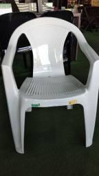 Título do anúncio: cadeira plástica poltrona pra 182kg