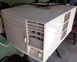 Ar Condicionado 12 000 BTUs 110 v. Elgin