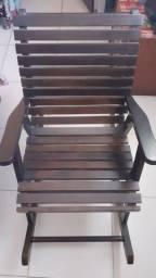 Cadeira de balanço colonial em madeira imbuia