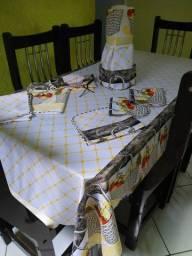JOGO DE COZINHA 8 PEÇAS ( com toalha de mesa pra 6 cadeiras )
