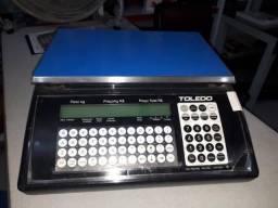 Balança Toledo com impressora pesando 15kg, sem bateria
