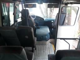 Vende se um micro ônibus