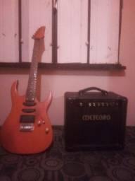 Guitarra e cubo meteoro.