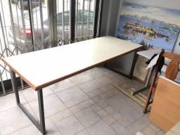 Mesa 2,10 de comprimento por 85 cm