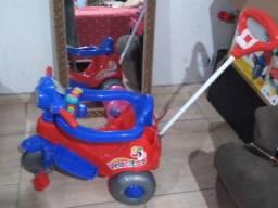 Triciclo de brinquedos