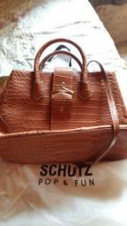 Vendo ou troco está bolsa de couro por uma máquina de costura pra venda 200 reais