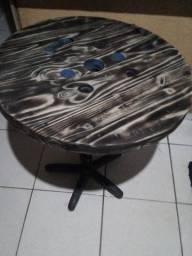 Mesa redonda de caretel