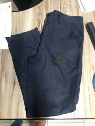 Doa-se calças em brim
