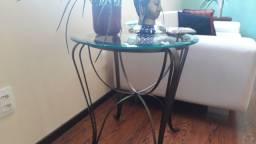 Mesa de canto de vidro com pé de ferro