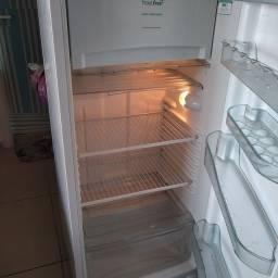 Título do anúncio: Vende geladeira consul