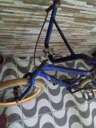 Bicicleta aro 20 (BMX), Rodas AERO amarelas com cubo rolamento.