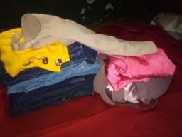Lotinho de roupas com cinta