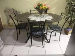 Mesa de cozinha OVAL com tampo de granito