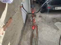Uma bike aro 26 vermelha  vinho usada
