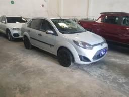 Promoção relâmpago com elson ford fiesta 1.6 sedan 2011 sem entrada so na rafa veículos - 2011