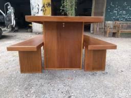 Mesa madeira com bancos 2mts