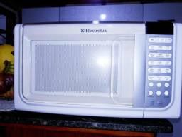 Microondas Electrolux, 110 volts/23 litros, estado de semi novo!!! SÓ USAR!!!