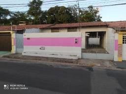 Casa no Residencial Pinheiros com 3 quartos, sendo 1 suíte, 4 vagas de garagem