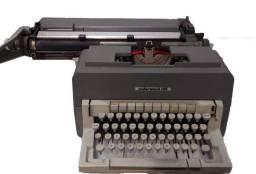 Máquina de Datilografia Pro Olivetti modelo Underwood 198