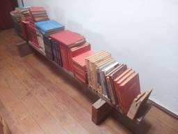 Vendo dezenas de livros antigos