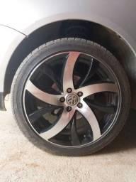 Jogo de rodas aro 17 com pneus.