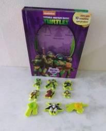 Livros e brinquedos para o livro tartarugas ninjas