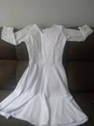 Vestido branco tipo renda na parte superior