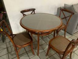 Mesa com cadeiras X