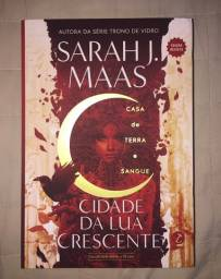"Livro ""Cidade da Lua Crescente: Casa de terra e sangue"""