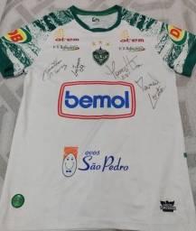 Camisa do Manaus FC autografada.